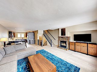 3BR Frisco House Beside Lake Dillon - Private Hot Tub, Minutes to Skiing