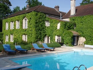 La Maison du Chateau, Private Pool, Chef, Tennis Court, Lake - Sleeps 18
