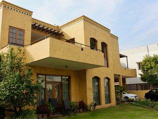 Malik's Villa Ménage