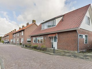 Spacious home, large sunny garden Halfweg. Sleeps max 4 adults + 2 children