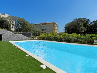 1 bedroom Apartment with Pool, Air Con and Walk to Shops - 5775288