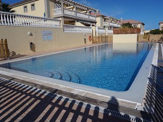 NEW stunning 3 bed villa, 2 x sunny terraces, El Medano Beach