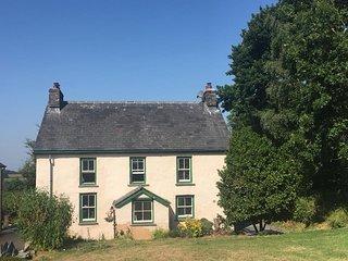 Charming Victorian farmhouse in rural Wales : hot tub, garden & unspoilt views