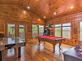 NEW! Gatlinburg Cabin w/Game Room, Hot Tub, Deck!