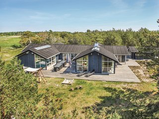 Awesome home in Ålbæk w/ Sauna, WiFi and 5 Bedrooms
