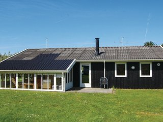 Amazing home in Hjørring w/ WiFi and 2 Bedrooms (A06385)