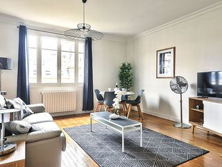 Spacious and bright apartment in Levallois (1409)