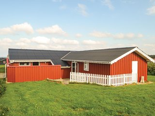 Amazing home in Løkken w/ WiFi and 3 Bedrooms (A07490)