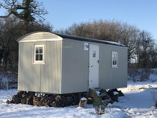 Shepherds Hut Hare's Rest, Sleeps 2, Bed & Breakfast, Wiltshire