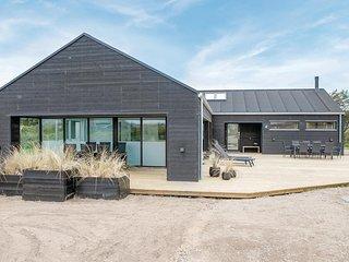 Beautiful home in Løkken w/ Sauna, WiFi and 5 Bedrooms