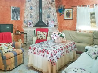 Nice home in Navares w/ WiFi and 4 Bedrooms