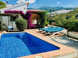La Casa De Flores - Villa with Private Pool