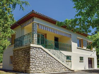 Nice home in Penne D'Agenais w/ 3 Bedrooms