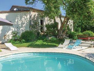 Beautiful home in St Jean de Duras w/ WiFi and 3 Bedrooms