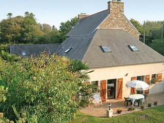 Beautiful home in Lézardrieux w/ WiFi and 3 Bedrooms