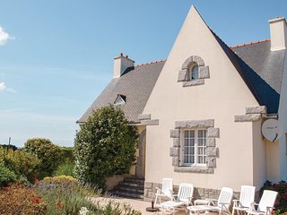 Amazing home in Trevou Treguignec w/ WiFi and 4 Bedrooms