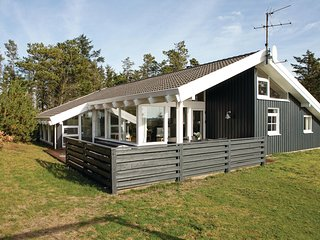 Awesome home in Løkken w/ Sauna, WiFi and 3 Bedrooms