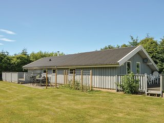 Beautiful home in Løkken w/ WiFi and 4 Bedrooms (A10517)