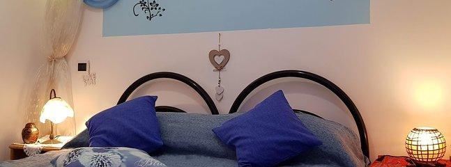 stanza letto comodo letto matrimoniale