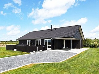 Falen Holiday Home Sleeps 10 with WiFi - 5082959