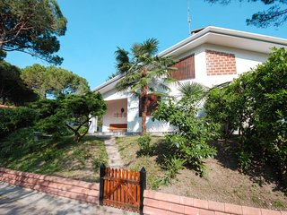 Lignano Riviera Holiday Home Sleeps 6 with Air Con - 5795108