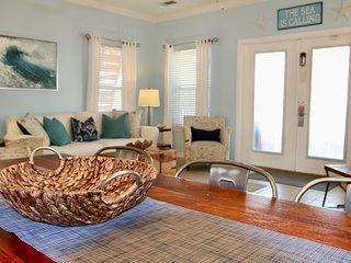 Casa Del Mar Destin, 4BR + Bunk Room, Private Heated Pool, 2 min walk to beach
