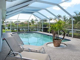 Cape Coral Holiday Home Sleeps 4 with Pool Air Con and Free WiFi - 5651762