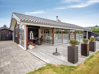 Amazing home in Blokhus w/ Sauna, 3 Bedrooms and WiFi
