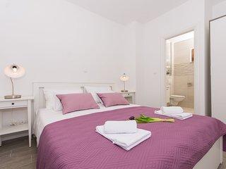 Apartments Villa LA (59731-A2)