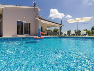 Beautiful home in Cetinici w/ WiFi and 3 Bedrooms
