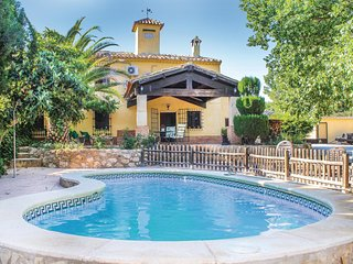 Stunning home in Albacete w/ 4 Bedrooms
