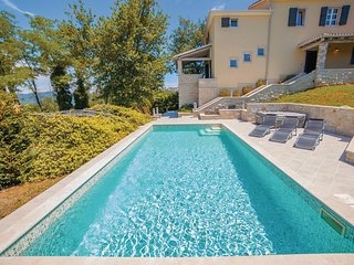 Stunning home in Motovun w/ Jacuzzi, WiFi and 4 Bedrooms