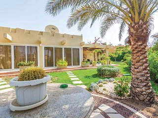 Amazing home in Nabaq Bay w/ 3 Bedrooms
