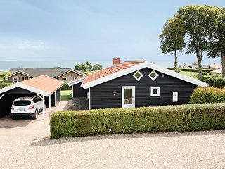 Beautiful home in Sjølund w/ Sauna, WiFi and 4 Bedrooms