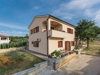 Nice home in Radmani w/ WiFi and 2 Bedrooms (CIC619)