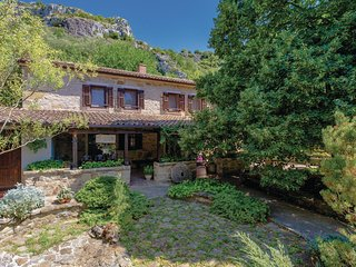 Amazing home in Buzet w/ WiFi and 3 Bedrooms