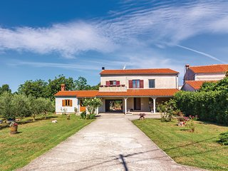 Stunning home in Pula w/ WiFi and 3 Bedrooms