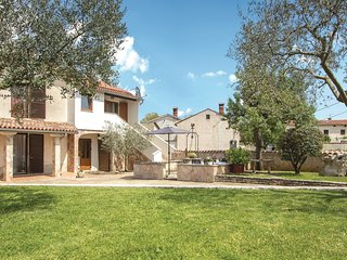 Stunning home in Orbanici w/ WiFi and 2 Bedrooms