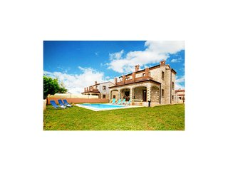 Awesome home in Cabrunici w/ WiFi and 4 Bedrooms