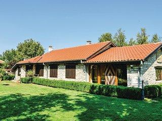 Nice home in Balgarevo w/ 4 Bedrooms