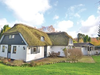 Awesome home in Glesborg w/ 3 Bedrooms