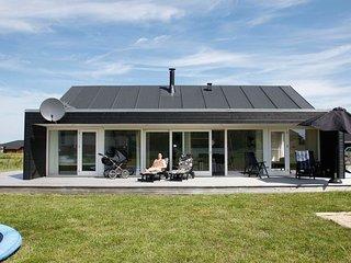 Bratbjerg Holiday Home Sleeps 8 with WiFi - 5042911