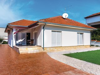 Awesome home in Vodice w/ WiFi and 3 Bedrooms (CDV812)