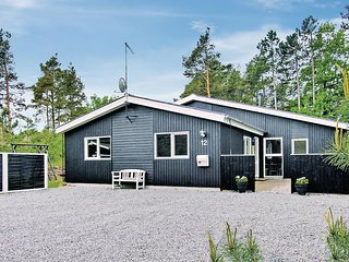 Awesome home in Glesborg w/ Sauna, WiFi and 5 Bedrooms (D74012)