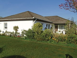 Awesome home in Steinbergkirche w/ 5 Bedrooms