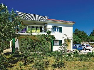 Nice home in Brodarica w/ WiFi and 2 Bedrooms