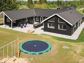 Nice home in Glesborg w/ Sauna, WiFi and 8 Bedrooms (D74067)