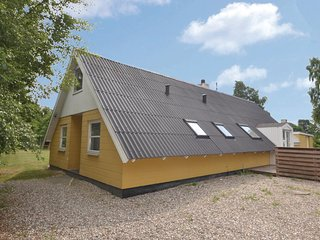 Beautiful home in Glesborg w/ Sauna, 5 Bedrooms and WiFi