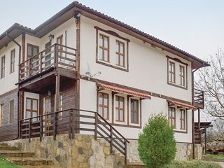 Stunning home in General Kiselovo w/ WiFi and 6 Bedrooms