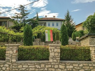 Nice home in Balchik w/ WiFi and 6 Bedrooms